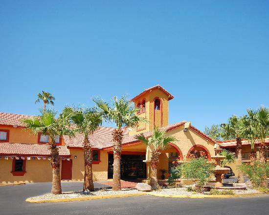 Quality Inn & Suites Goodyear: A Beautiful Entrance