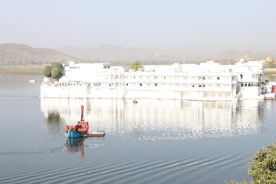Fateh Prakash Palace: Morning view from Restaurant