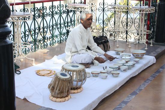 Fateh Prakash Palace: Breakfast live music