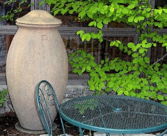 Lompoc Cafe: Dine in the lovely outdoor patio