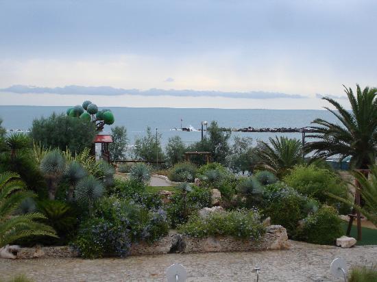 Hotel Girasole: spiaggia. dalla finestra sei già in acqua!