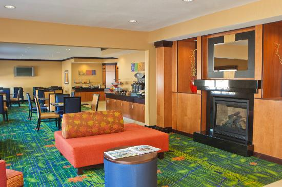 Fairfield Inn & Suites Champaign: Relax in our new lobby
