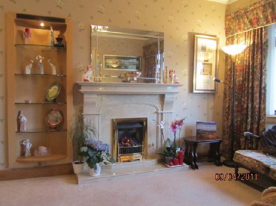 Braeside House: Guest's Lounge