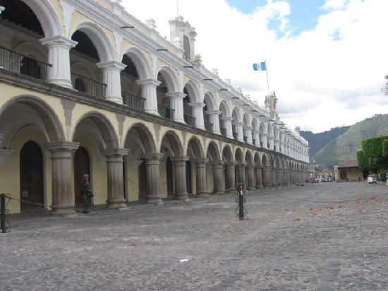 La Plaza (Parque Central): Plaza Mayor