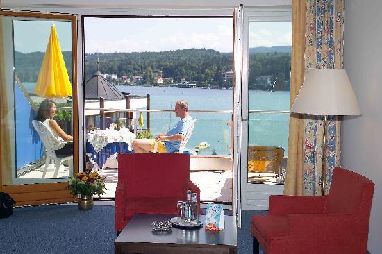 Golf- und Seehotel Engstler: Zimmer m. Terrasse z. See