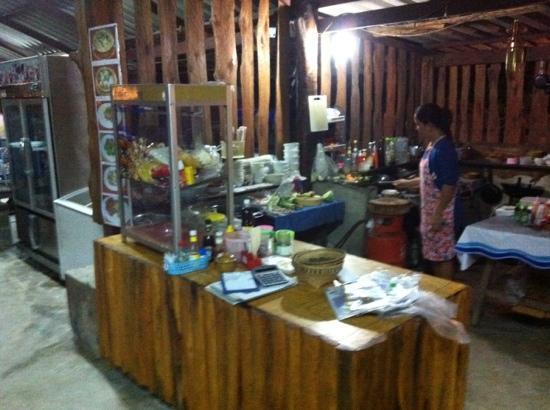 Naab Thong: open keuken met Joy