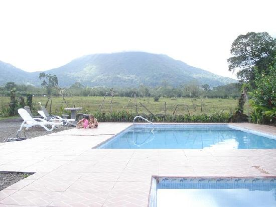 Hotel Villas Vista Arenal: Pools with best view of Arenal
