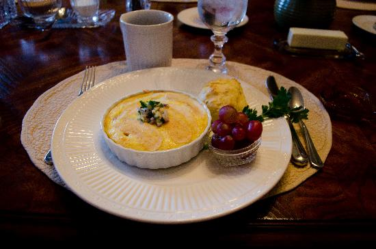 Oak Hill on Love Lane Bed & Breakfast: One of our lovely breakfasts.