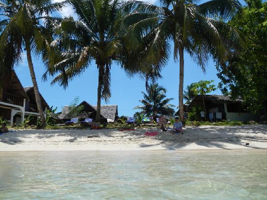 Hotel Eco-Lodge Ravoraha : l'otel vu de la mer
