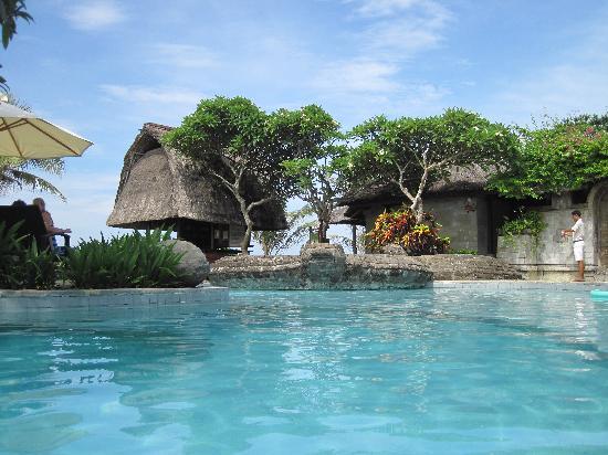 Grand Balisani Suites: бассейн