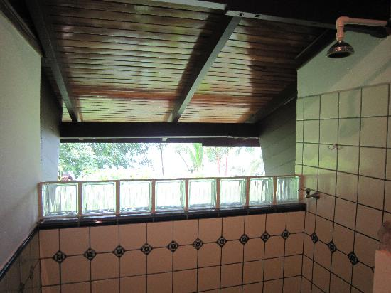 La Paloma Lodge: Large open-air shower