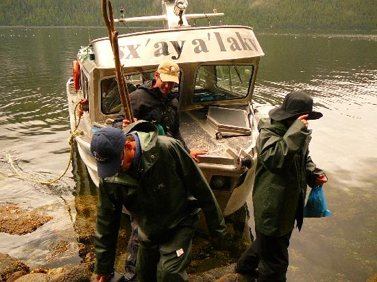 Spirit Bear Lodge: Landing on a Pristine Rocky Shore!