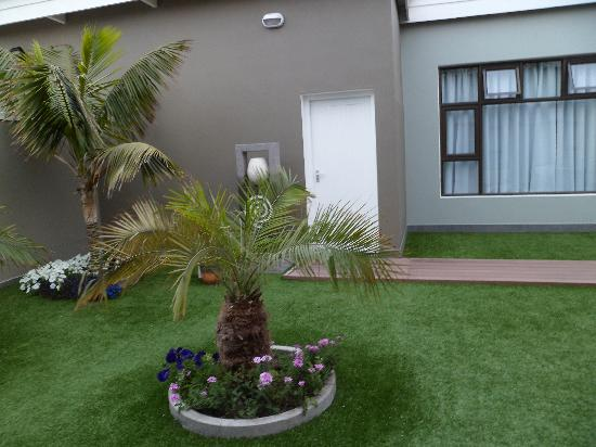 Namib Guesthouse: Beautiful garden