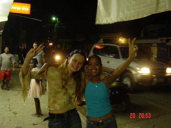 El Flamboyan Apartments : Las Terrenas by night