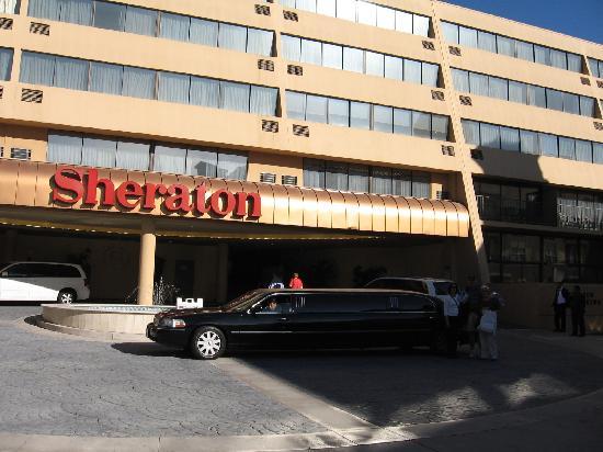 Sheraton Pasadena: Hotel Front