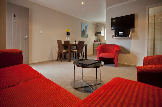 Albert Court Motor Lodge: 2 Bedroom Apartment - Lounge