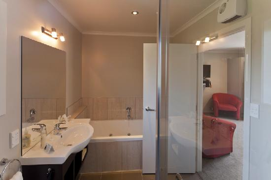 Albert Court Motor Lodge: Excellent Showers, Endless Hot Water, Great Pressure