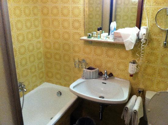 Hotel Karwendelhof: Badezimmer im 60er Style