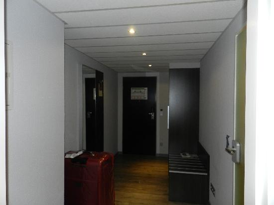 Holiday Inn Dusseldorf - Hafen : DOOR