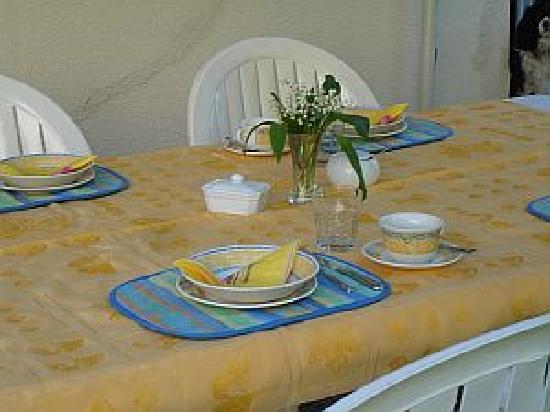 Les Molyneux : The Terrace