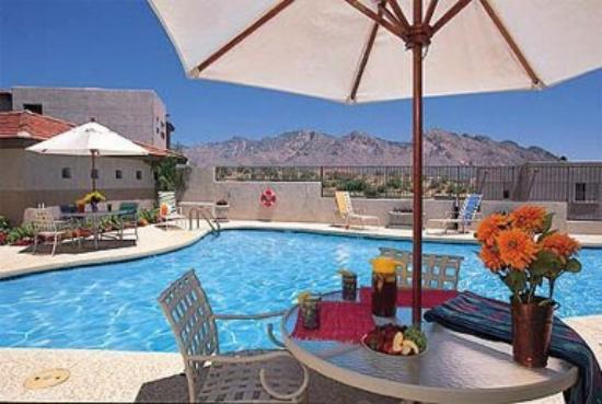 The Golf Villas at Oro Valley: enjoy relaxing by our heated swimming pools