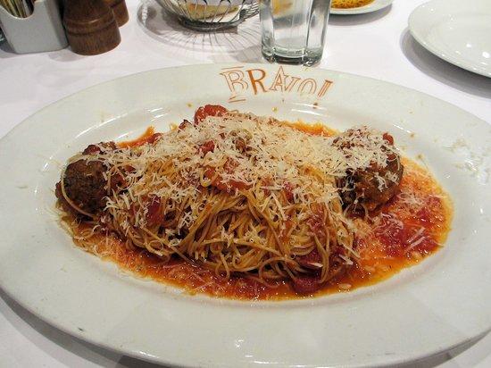 Bravo Cucina Italiana : Spaghettini & Meatballs En Sugo