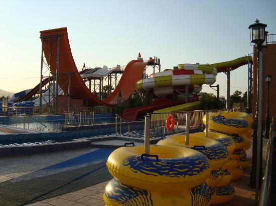 Caretta Beach Hotel: Great water slides