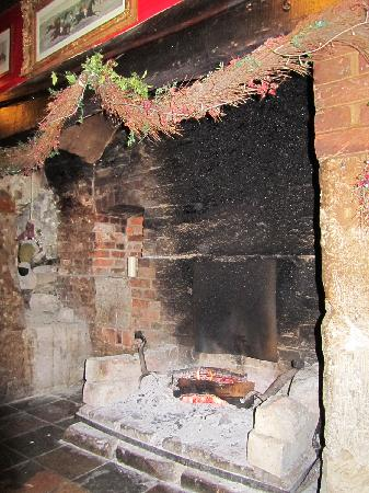 The Lamb: Bar log fire