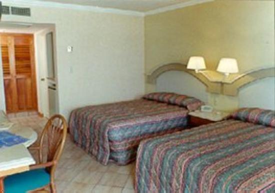 Hotel Plaza Marina Mazatlan: Room