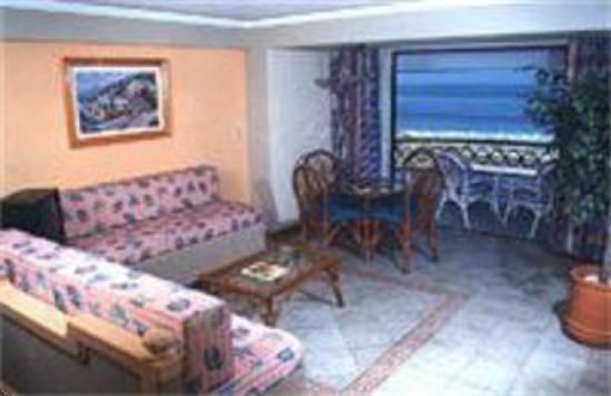 Hotel Plaza Marina Mazatlan: Suite Living Area