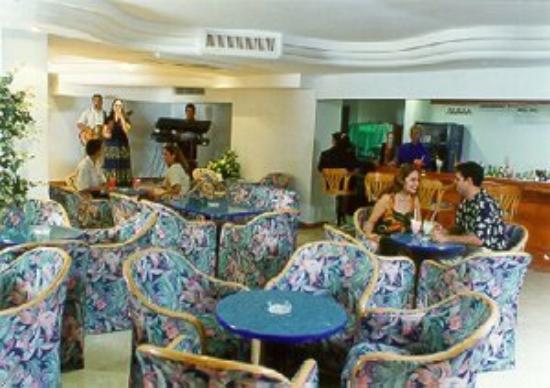 Hotel Plaza Marina Mazatlan: Los Atlantes Lobby Bar