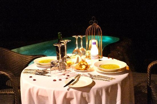 Singita Pamushana Lodge: Private candle light dinner at our villa