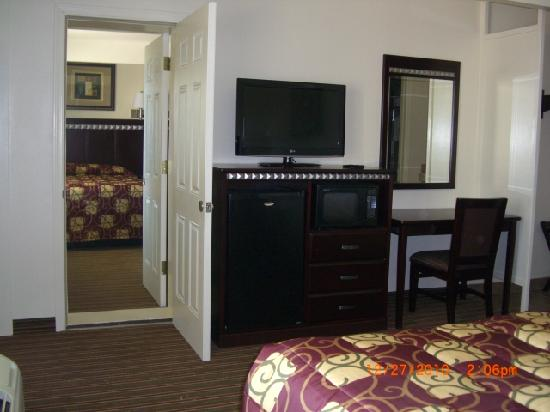 Whispering Palms Inn: Adjoining room