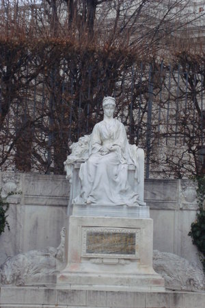 ‪Monument  to Empress Elisabeth‬
