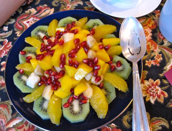 The Blue Porch Bed and Breakfast: Fruit plate