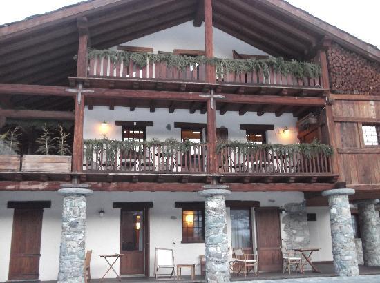Maison Tissiere hotel et cuisine: fronte hotel
