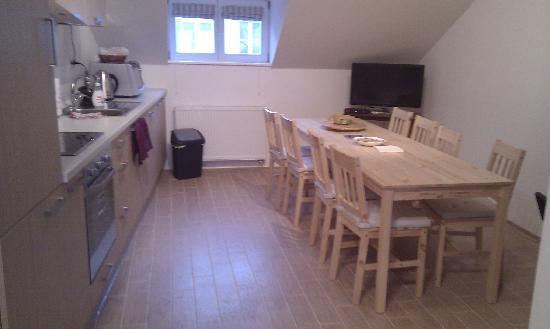 Travellers Home Hostel: Kitchen