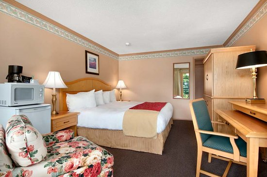 Travelodge Silver Bridge Inn: Standard King Guest Room
