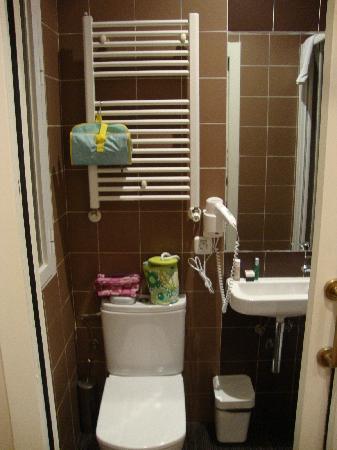 Analina Rooms: baño