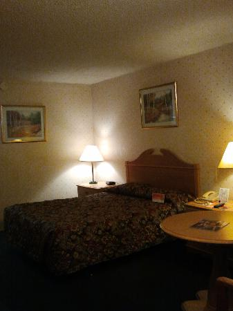 Howard Johnson Inn - Bakersfield: My room was very clean.