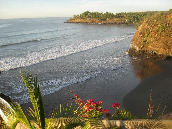 Hotel Miraflores: Bucht rechts