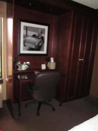 Hampton Inn Appleton-Fox River Mall Area: Desk area