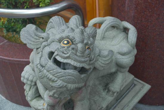 Kuan Yin Thong Hood Cho Temple: Yet more figurines