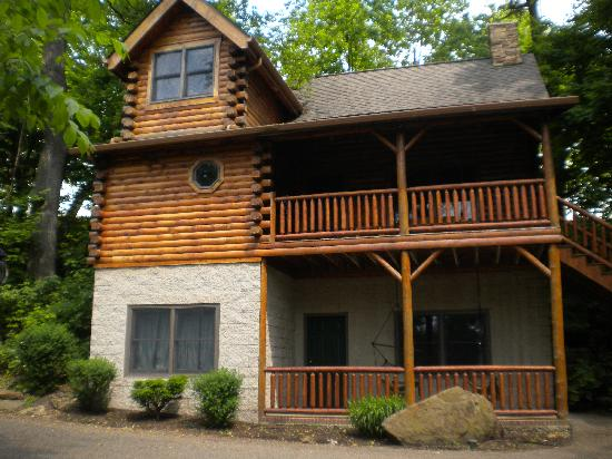 "Donna's Premier Lodging: our beautiful cabin ""Romancing The Stone"""