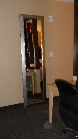 Cambria hotel & suites: oddly placed mirror