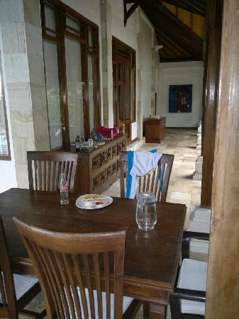 Villa Boreh Beach Resort and Spa Hotel: Our Patio and dinner table