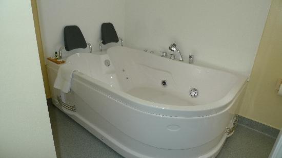 ASURE Sundowner Motel : Double Spa Bath in 1 Bedroom Spa Unit & Honeymoon Suite