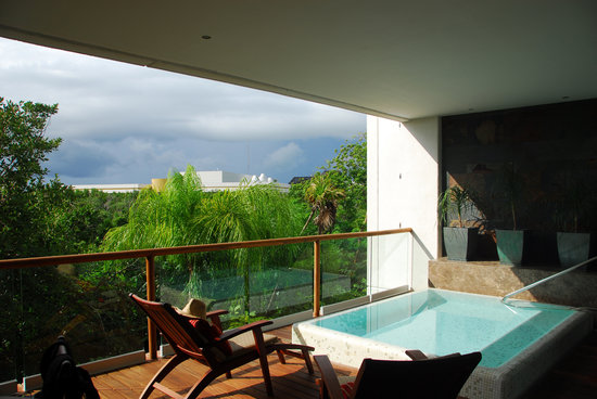 Grand Luxxe Riviera Maya: The Deck an d plunge pool