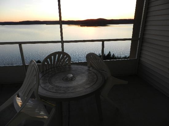 Westgate Branson Lakes Resort: View of Table Rock Lake from the Screened in Porch