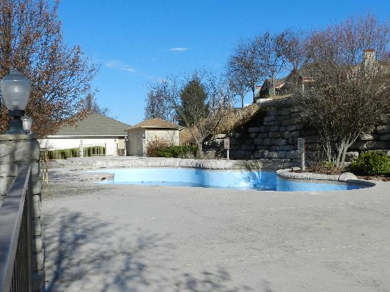 Westgate Branson Lakes Emerald Pointe: Outdoor Pool drained in the Winter